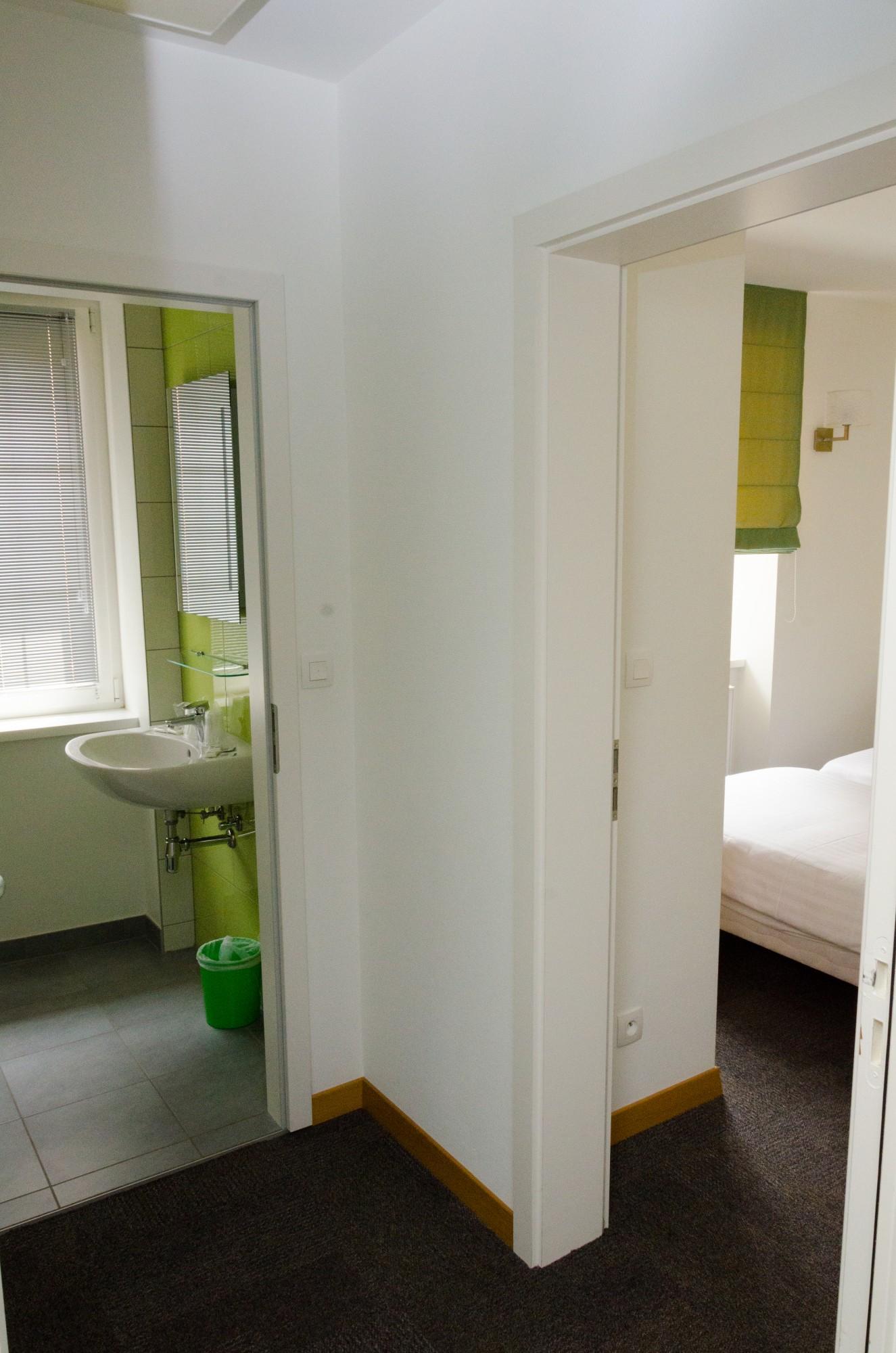 Salle De Bain Famille chambre familliale avec salle de bain commune - hôtel metzeral