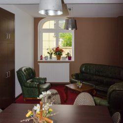 Salle de détente de l'hôtel