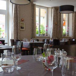 table-restaurant-hall
